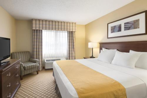 Country Inn & Suites by Radisson, Owatonna, MN Photo