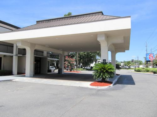 Motel 6 - Savannah Midtown - Savannah, GA 31405