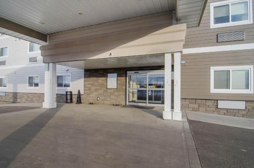 Suburban Extended Stay Hotel Kindersley - Kindersley, SK S0L 1S0