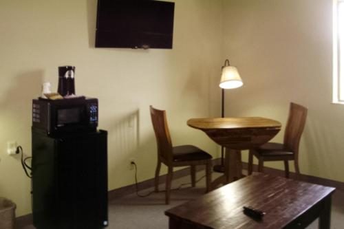 Quality Inn & Suites Warren Photo