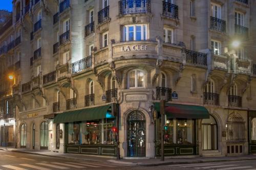 8 Rue de Richelieu, 75001 Paris, France.