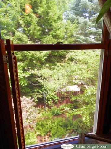 Champaign Garden Inn Photo