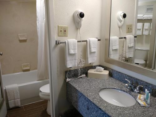 Quality Inn & Suites Conference Center Thomasvilee - Thomasville, GA 31757