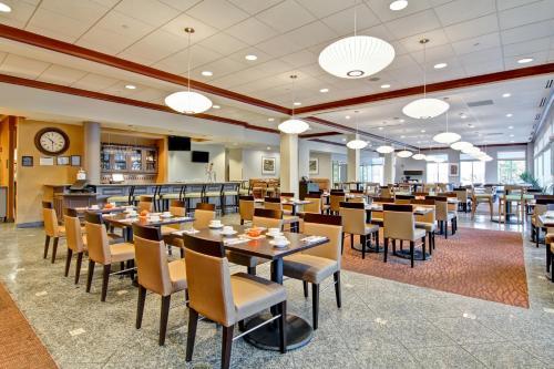 Hilton Garden Inn Ottawa Airport Photo