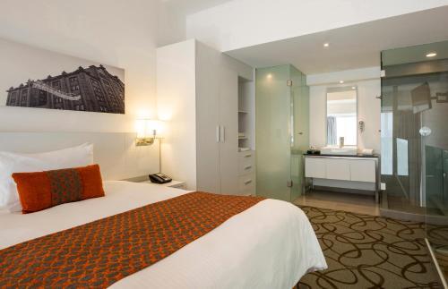 Camino Real Puebla Hotel & Suites Photo