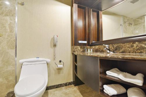 Woodbine Hotel And Suites - Toronto, ON M9W7A4