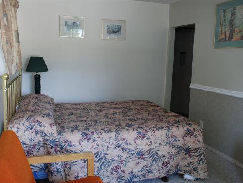 Cozy Pines Motel - Castlegar, BC V1N 3B3