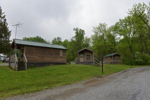 Hershey Camping Resort Cabin 3 - Lebanon, PA 17042