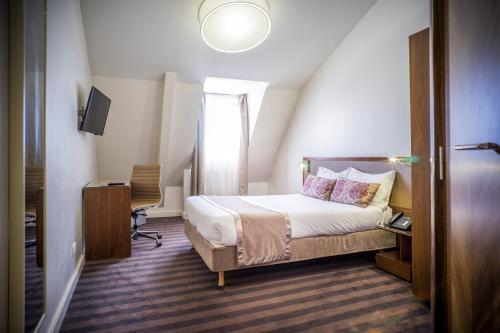 Art Hôtel Batignolles photo 10