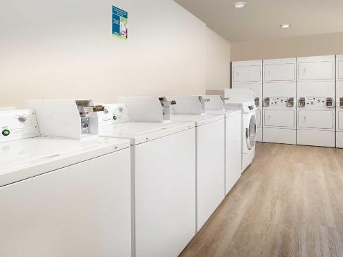 Woodspring Suites Fargo - Fargo, ND 58102
