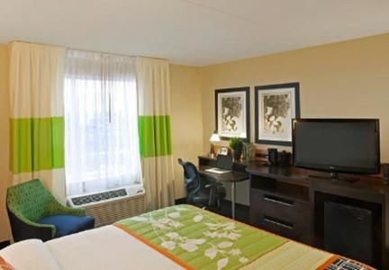 Fairfield Inn & Suites Toronto Mississauga - Mississauga, ON L5W 0E3