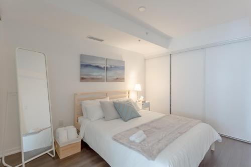 Aoc Suites - Luxury Condo - City/cn Tower View - Toronto, ON M6J 0B1