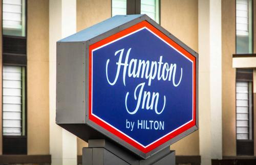 Hampton Inn Washington Photo