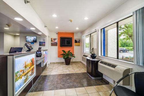 Motel 6 Chicago Northwest - Rolling Meadows Photo