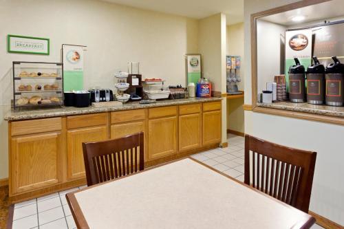 Country Inn & Suites By Radisson Millville Nj - Millville, NJ 08332