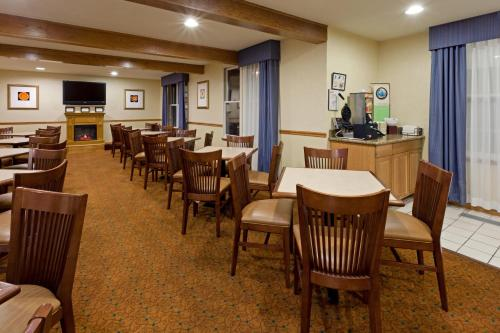 Country Inn & Suites by Radisson, Millville, NJ Photo