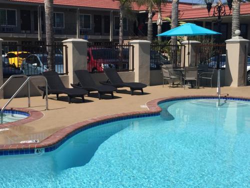 Days Inn & Suites Anaheim by The Park Photo