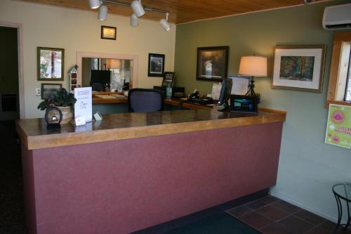 Apple Inn Motel - Chelan, WA 98816