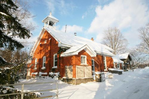 Picturesque School House Retreat - Meaford, ON N4L 1W6