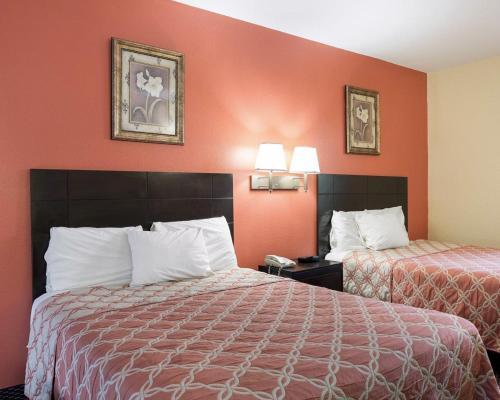 Rodeway Inn & Suites Humble Photo