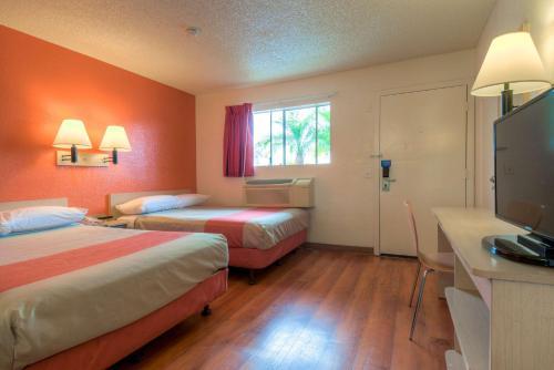 Motel 6 Los Angeles - Baldwin Park Photo