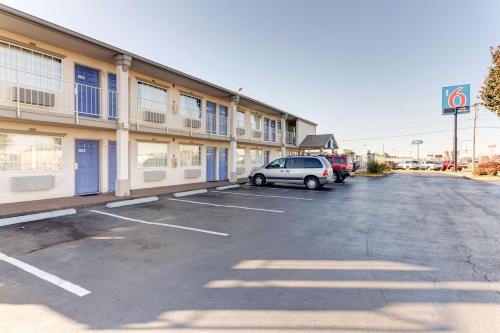 Motel 6 Bowling Green - Kentucky - Bowling Green, KY 42104