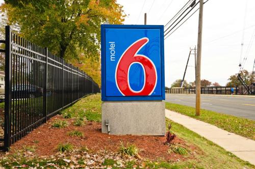 Motel 6 Camp Springs Photo