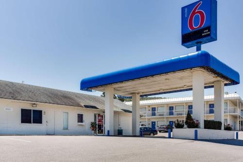 Motel 6 Fayetteville Photo