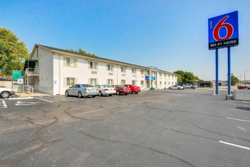 Motel 6 Wichita East - Wichita, KS 67207