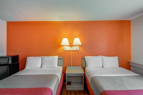 Motel 6 Wichita East Photo