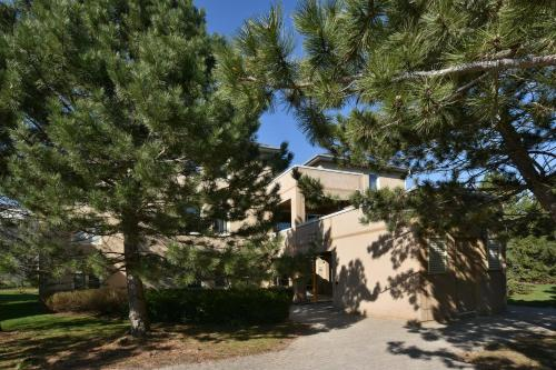 3 Bedroom Mountain Walk Condo - Collingwood, ON L9Y 0V1