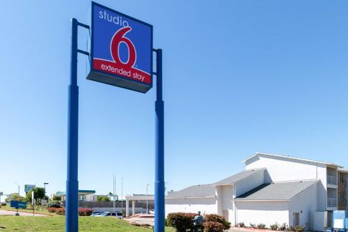 Studio 6 Arlington Photo