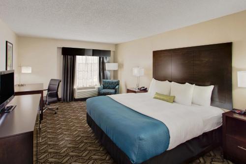 La Quinta Inn & Suites Springfield Photo
