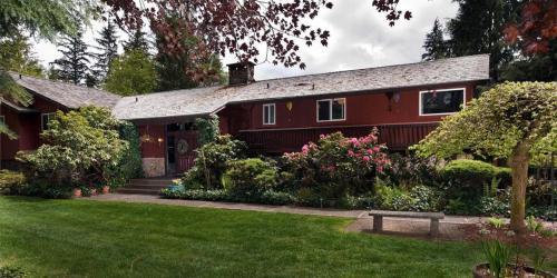Misty Valley Inn - Forks, WA 98331