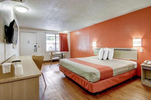 Motel 6 Union City - Union City, GA 30291