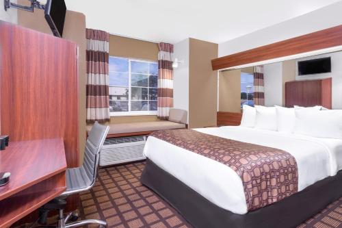 Microtel Inn & Suites by Wyndham Green Bay Photo