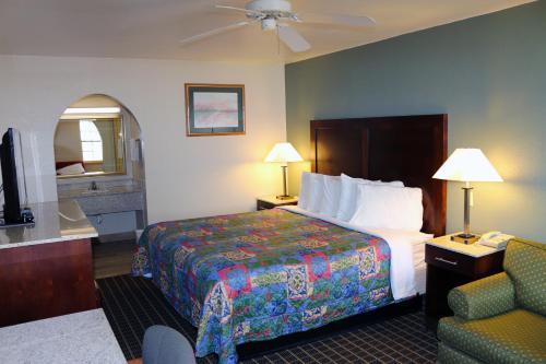Great Western Inn & Suites Photo