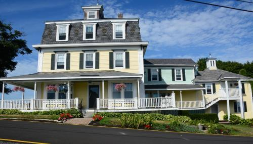 Harbor House Inn - Boothbay Harbor, ME 04538