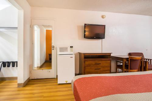 Motel 6 Conyers - Conyers, GA 30012