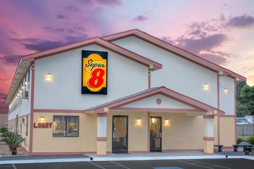 Super 8 By Wyndham Douglas - Douglas, GA 31535
