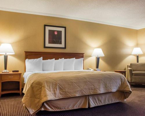 Quality Inn & Suites Riverfront Oswego Photo