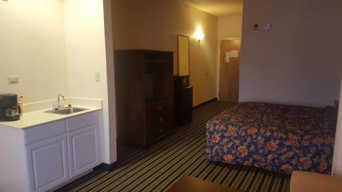 The Rutledge Inn - Luverne, AL 36049
