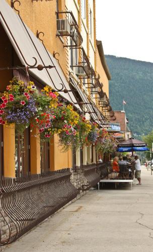 Adventure Hotel - Nelson, BC V1L 4G1