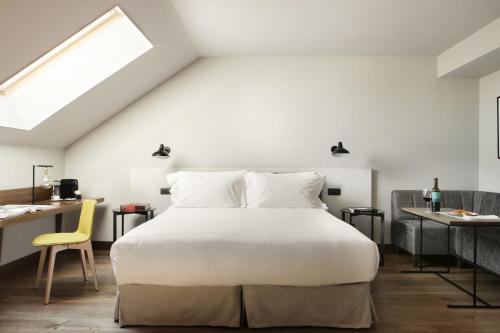 Superior Deluxe Double Room  TÓTEM Madrid, a Small Luxury Hotel of the World 8