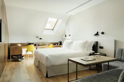 Superior Deluxe Double Room  TÓTEM Madrid, a Small Luxury Hotel of the World 6