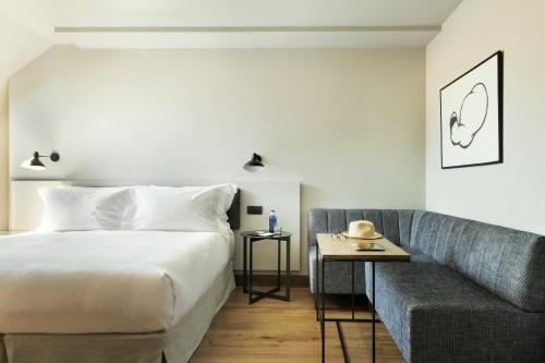 Superior Deluxe Double Room  TÓTEM Madrid, a Small Luxury Hotel of the World 11