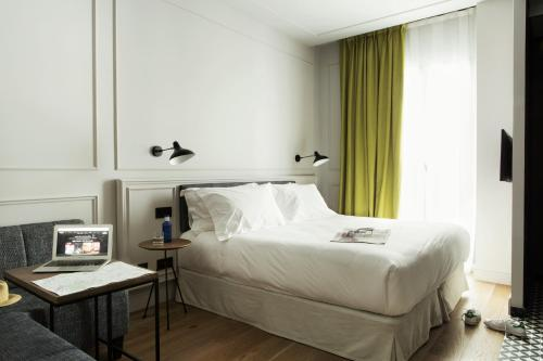 Petite Double Room TÓTEM Madrid, a Small Luxury Hotel of the World 5