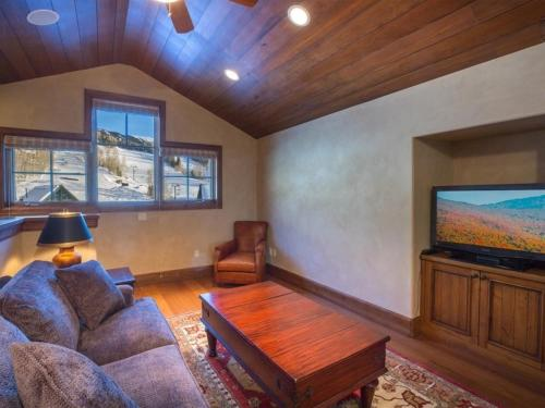 Heritage Crossing Penthouse Apartment Photo