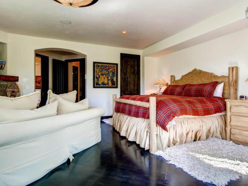 Five Woods Retreat Apartment Photo