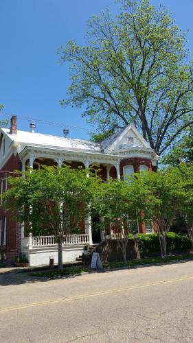 Baer House Inn - Vicksburg, MS 39183